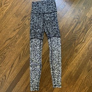 Lululemon Size 4 Luxtreme High Rise Tights